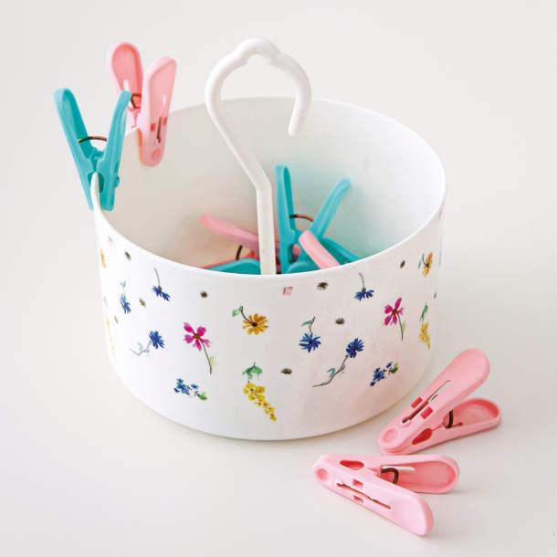 Boîte et pinces à linge - Bouquet fleuri